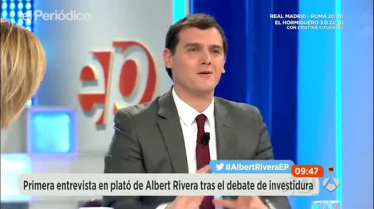 Rivera, se sorprende de que el PP le abucheó por hablar en catalán.