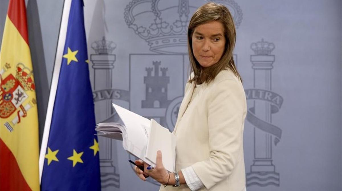 La ministra de SanidadAna Mato, durante la rueda de prensa posterior al Consejo de Ministros, en el Palacio de la Moncloa.