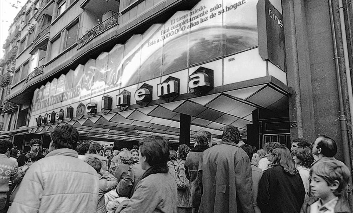 El cine Urgel en 1982, con 'E. T., el extraterrestre' de estreno.