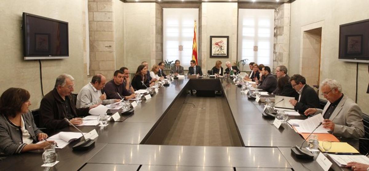 El 'president' Mas, con los asistentes a la cumbre educativa.