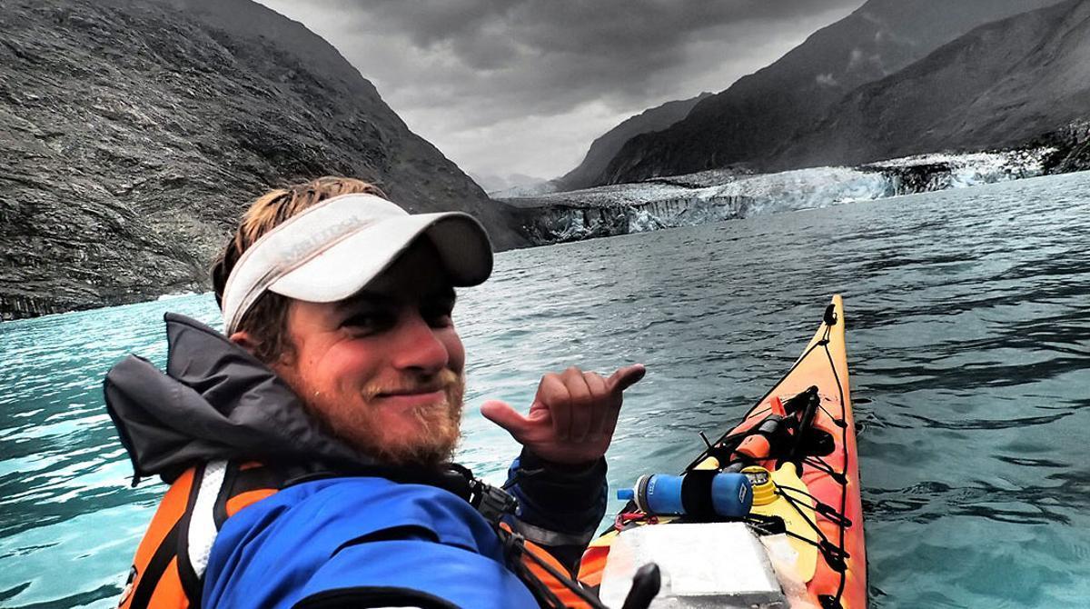 El tarraconense Rai Puig culmina con éxito una expedición de tres meses en solitario en kajak de mar entre ballenas, osos, fiordos y mareas por la costa occidental de América.