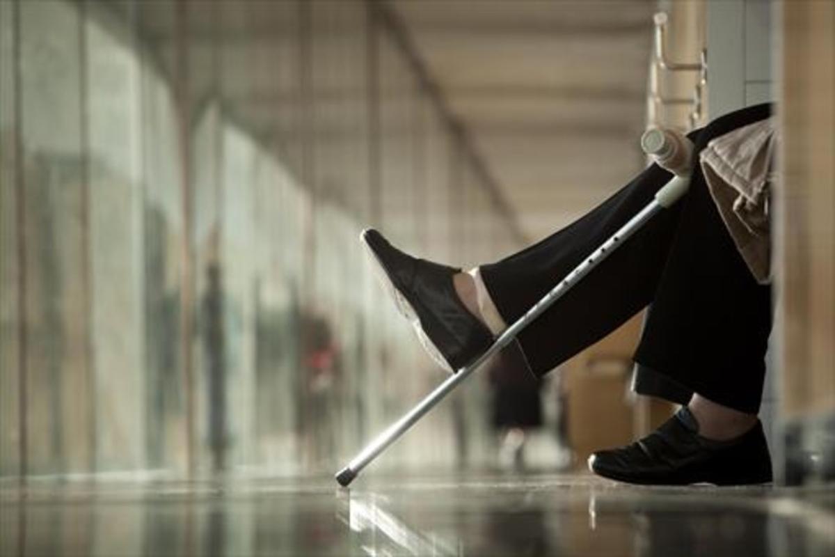 CON ACHAQUES Con la vejez, la soledad se suma a una salud precaria.