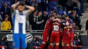 Pipa, lateral del Espanyol, se lamenta tras el último gol de Osasuna, este domingo en Cornellà.
