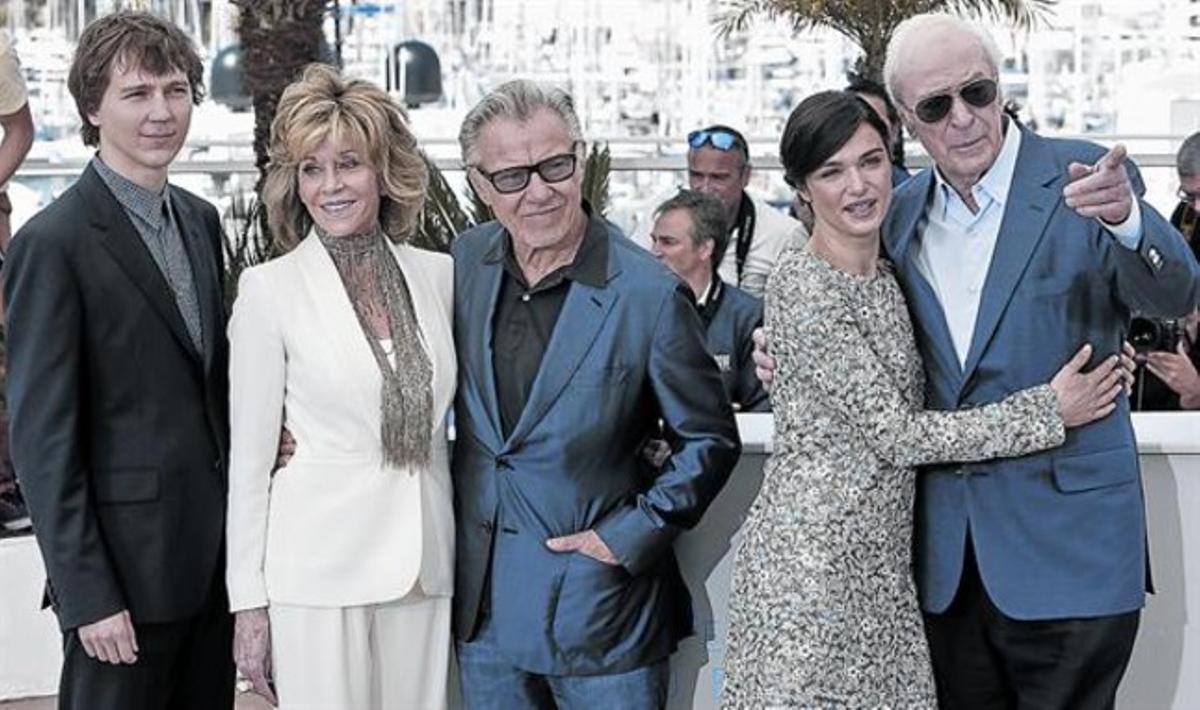 Paul Dano, Jane Fonda, Harvey Keitel,Rachel Weisz y Michael Caine, tras la presentación de 'La juventud' ayer en Cannes,