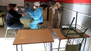 Catalunya comença a vacunar professors i majors de 80 anys aquesta setmana