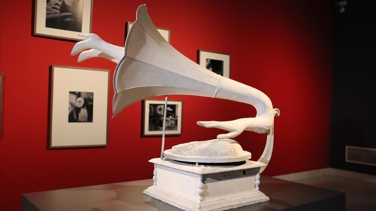 El fonógrafo 'Jamais', en la exposición del Museu Picasso.