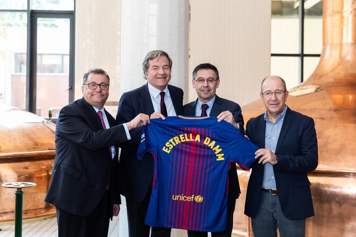 Acuerdo de patrocinio entre Estrella Damm y el FC Barcelona.