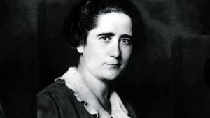 Clara Campoamor(Madrid, 1888 - Lausana, 1972) fue política, abogada, escritora,y pionera defensora del sufragio femenino.