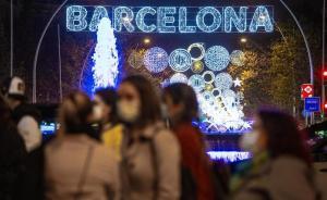 Luces de Navidad en la Gran Vía de Barcelona.