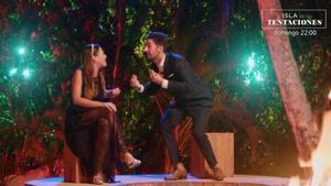 Marta y Lester en la hoguera final de 'La isla de las tentaciones'.