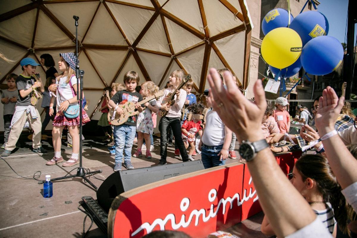 Un momento de la edición de 2019 del festival El dia minimúsica, en el Poble Espanyol.