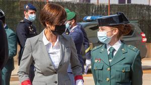 La directora general de la Guardia Civil María Gámez clausura el 'LI Curso de Adiestramientos Especiales' de la UAR, que por primera vez acoge a una mujer: la teniente María Sol Rodríguez.