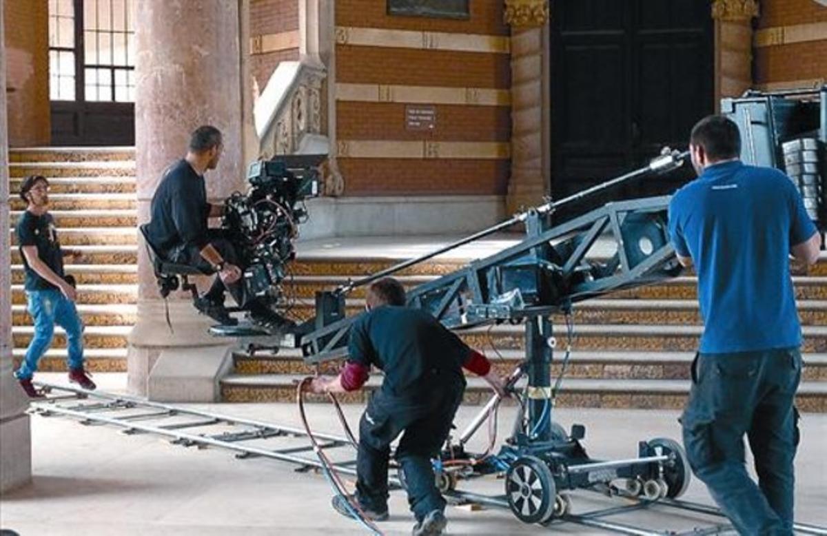 El rodaje 8 Cámaras de última tecnología en tres dimensiones, ante el Hospital de Sant Pau.