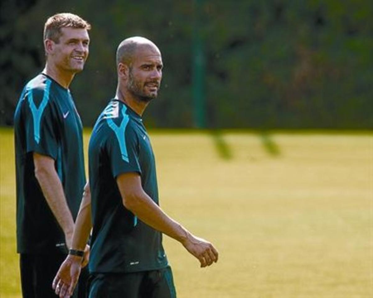 Vilanova y Guardiola, en un entrenamiento del Barcelona.