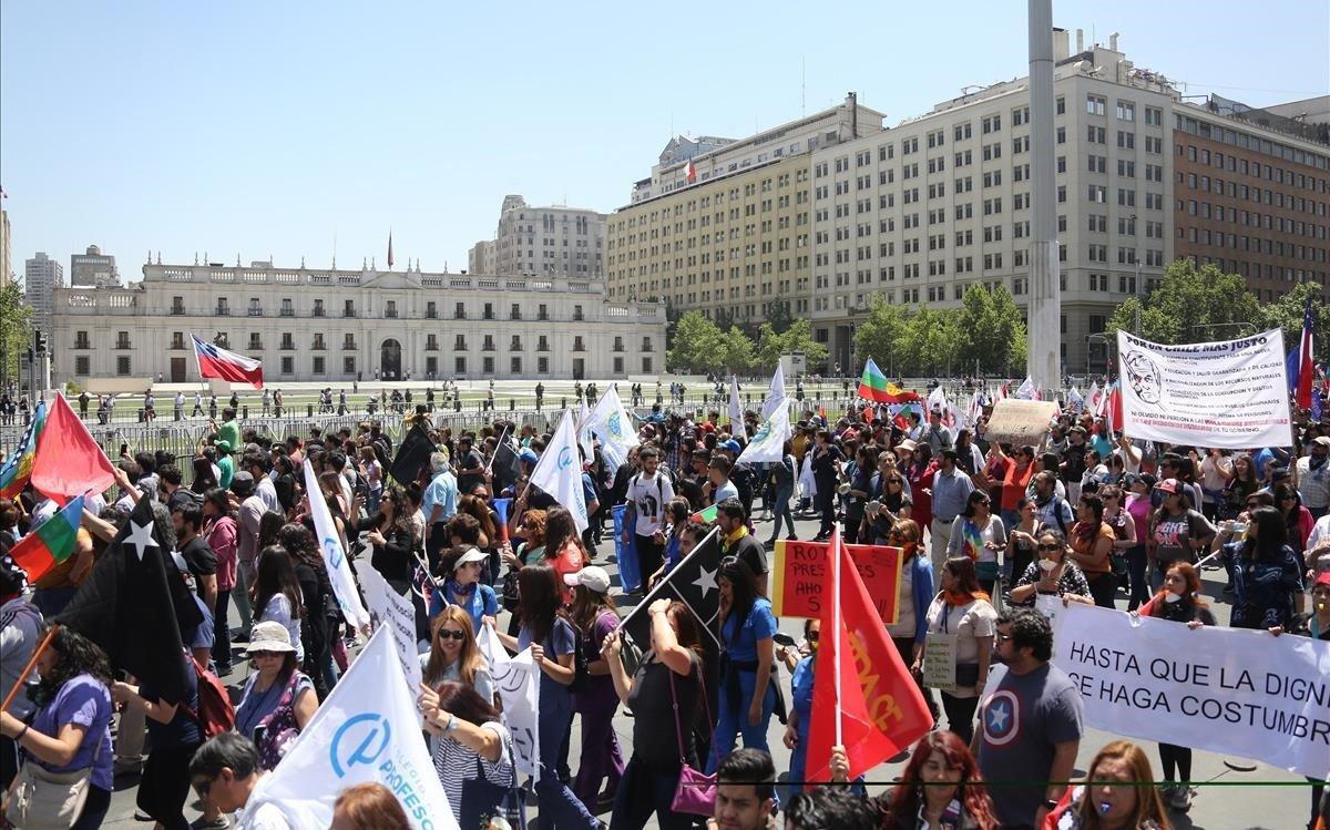 Manifestación por la huelga general en Chile, en Santiago.