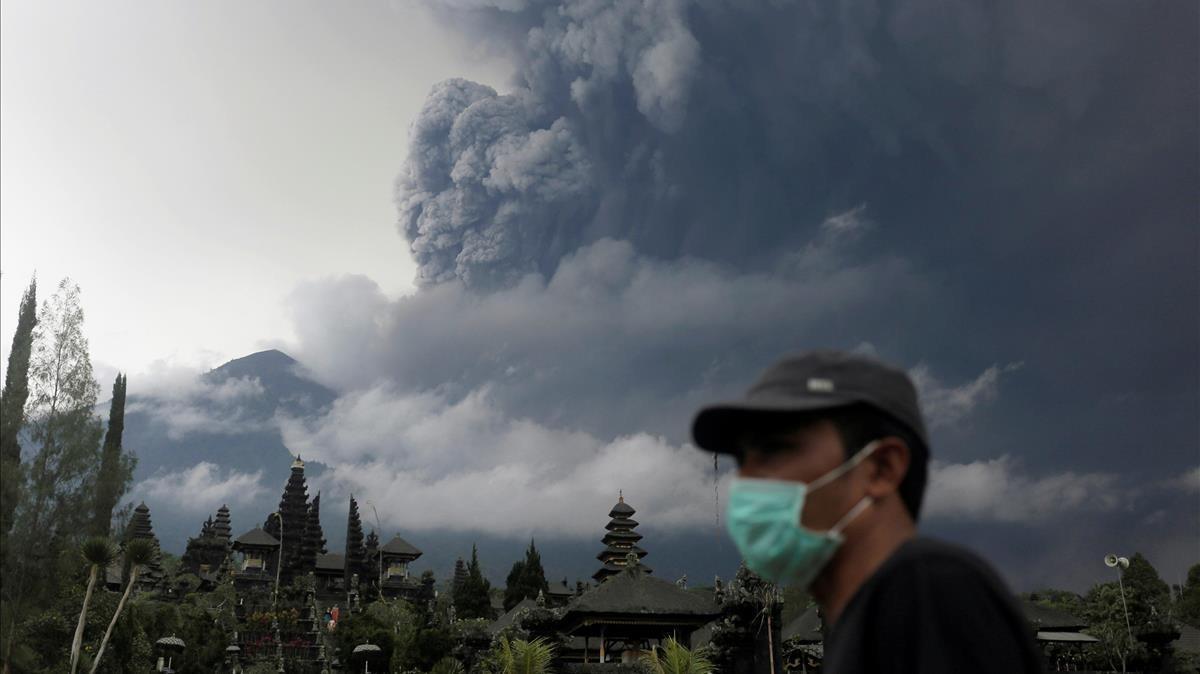 Alerta roja per a l'aviació per l'erupció d'un volcà a Bali