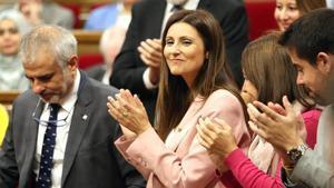 La líder de Cs, Lorena Roldán, junto a diputados del partido durante la moción de censura contra Quim Torra.