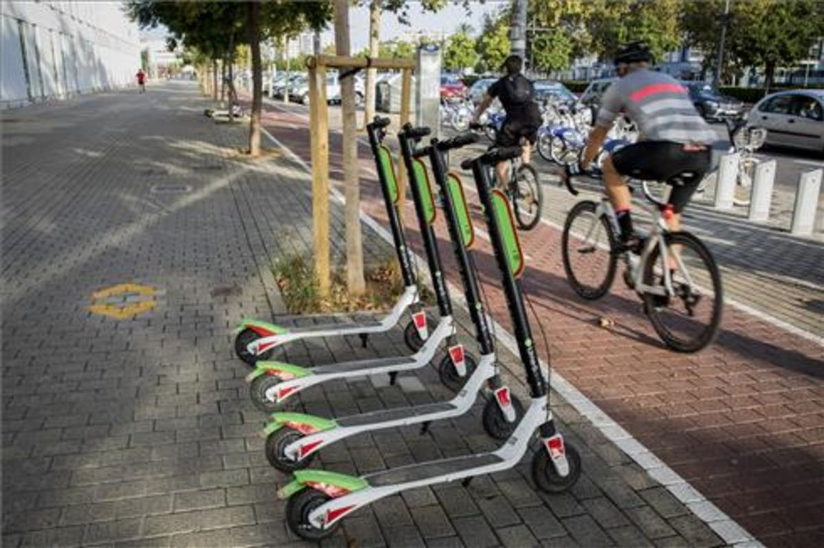 Estas son las mejores opciones para moverse en dos ruedas: moto, bici y patinete eléctrico