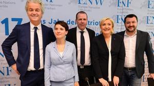 De izquierda a derecha, los líderes de la ultraderecha europea Wilders, Petry, Vilimsky, Le Pen y Salvani.