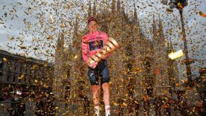 Teo Geoghegan Hart, vencedor del Giro 2020, se ausentará del Giro 2021 para centrarse en el Tour y dejar a su compañero Egan Bernal como jefe de filas del Ineos.