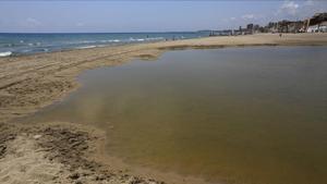 Mor un home de 88 anys ofegat en una platja del Vendrell (Tarragona)
