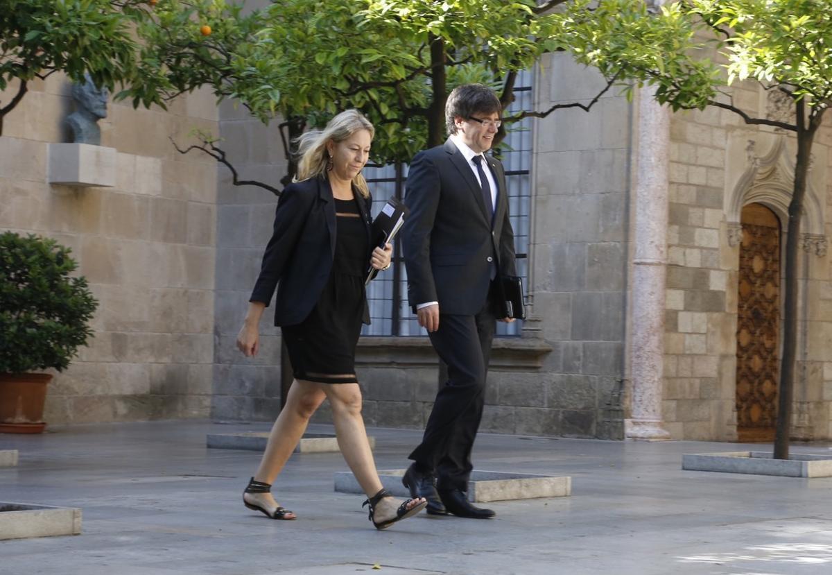 Carles Puigdemont y Neus Munté, en el palau de la Generalitat.