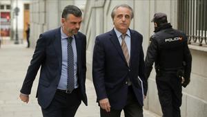 Santi Vila y su abogado, Pau Molins, llegando al Tribunal Supremo enmayo del 2018.