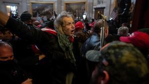 Seguidores de Trump durante el asalto al Capitolio, este miércoles.