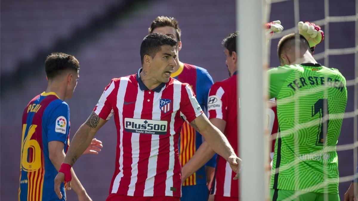Suárez discute con Ter Stegen tras un lance del partido.