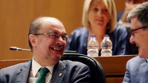 Javier Lambán, durante la votación en la que ha resultado investido presidente de Aragón.