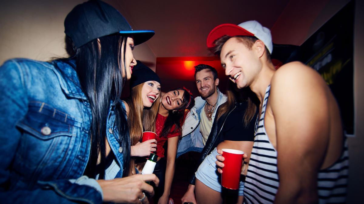 """""""Fui a una fiesta pero no pude divertirme porque el vecino de abajo no paraba de hacer ruido"""""""
