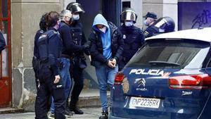 Operación policial contra el coro zaragozano de los Dominican Don't Play, en marzo.