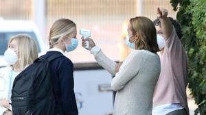 A la princesa Leonor le han tomado la temperatura a su llegada al colegio Santa María de los Rosales, en Madrid.