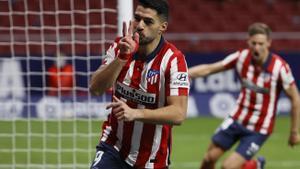 Luis Suárez celebra un gol ante el Valencia.