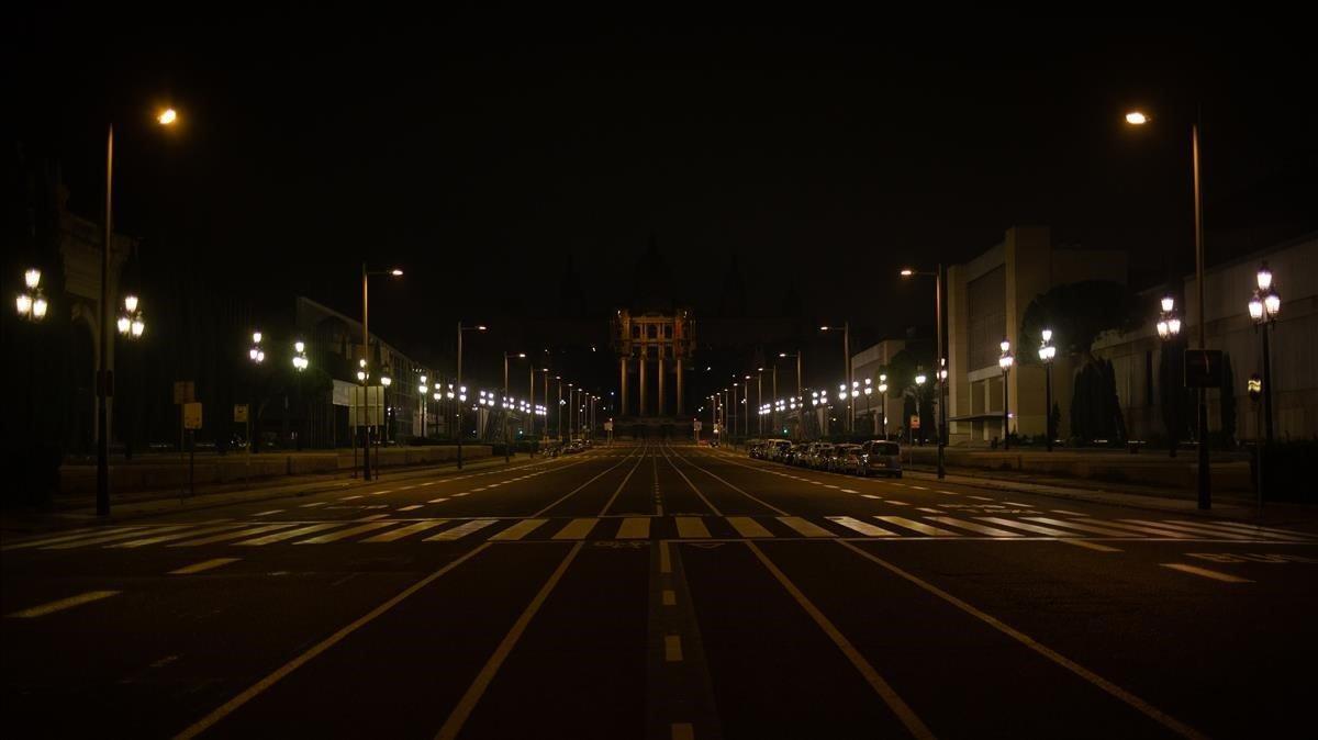 La avenida de Maria Cristina, en Barcelona, el pasado 2 de noviembre por la noche.