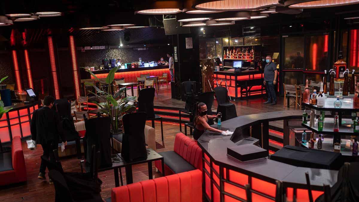 La discoteca Shoko de Barcelona, tras cerrar al público pasada la medianoche por las nuevas restricciones.