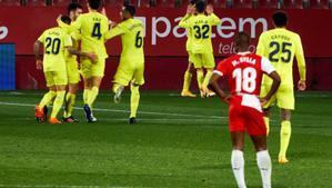 Los jugadores del Girona celebran el único gol del partido.