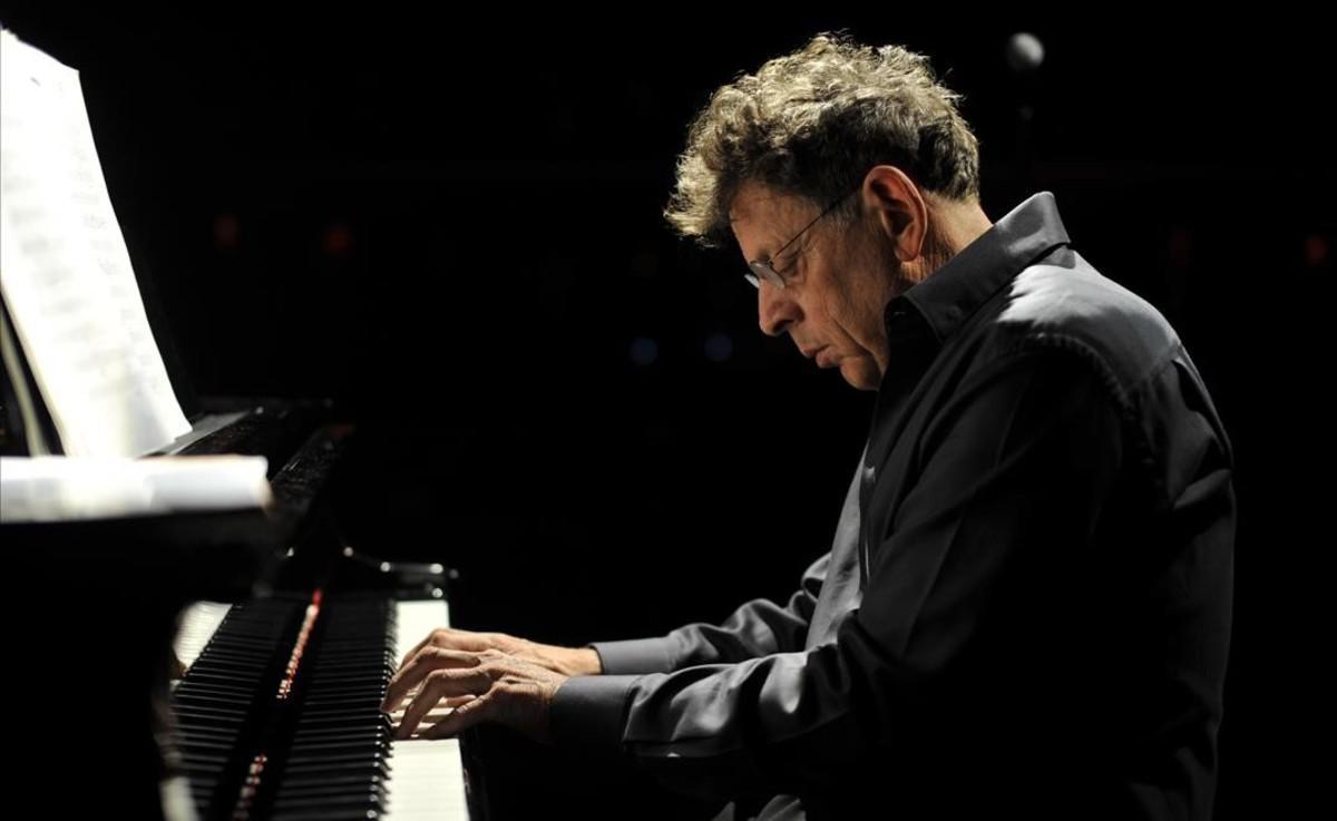 El compositor Philip Glass cuenta su vida en 'Palabras sin música'.