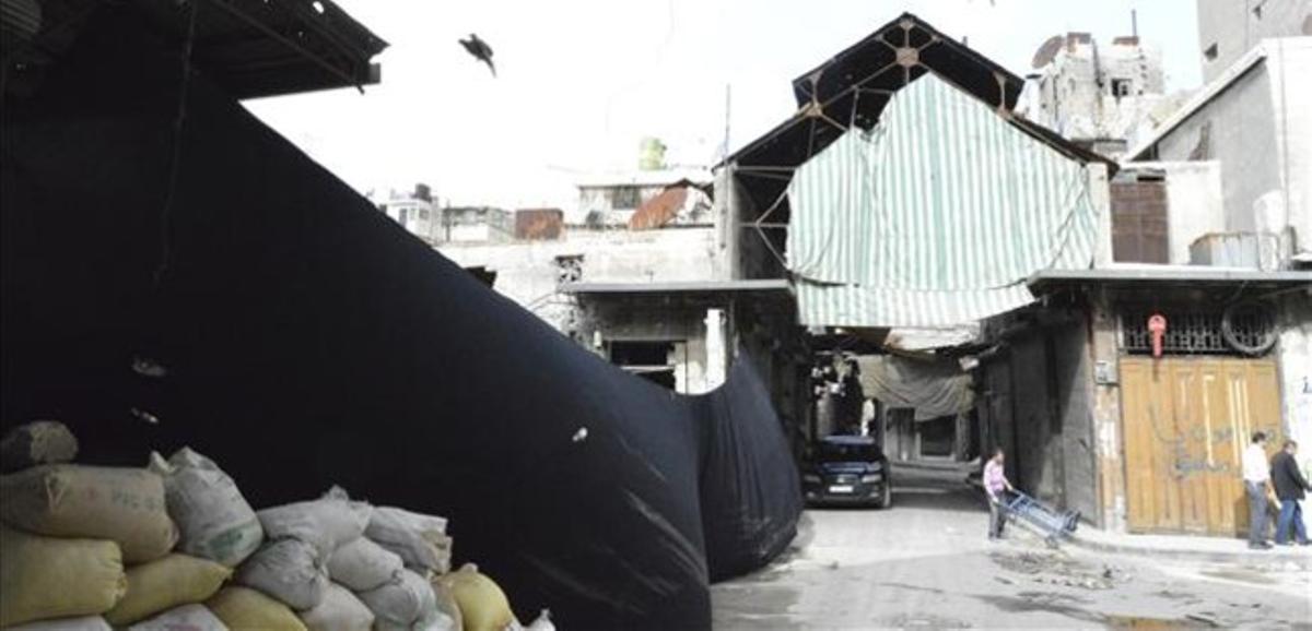 En el zoco de Alepo aún malviven algunos pocos habitantes.
