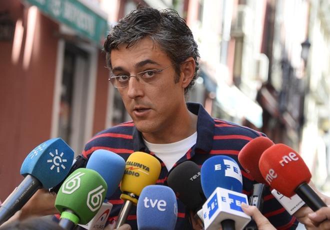 Eduardo Madina atiende a los medios de comunicación, en Madrid.