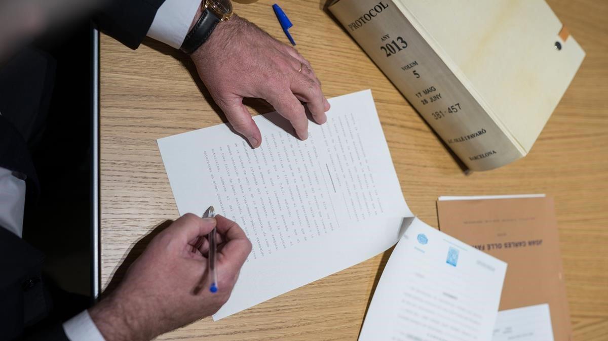 Firma de un testamento.