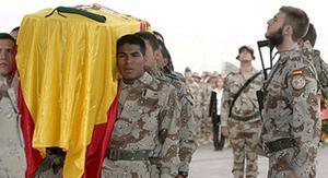 Las tropas españolas en Afganistán han despedido hoy al soldado John Felipe Romero Meneses, fallecido ayer en atentado, en un acto solemne y emotivo celebrado en la base de Herat y presidido por la ministra de Defensa, Carme Chacón.
