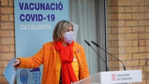 La 'consellera' de Salud, Alba Vergés, tras la vacunación en la residencia Feixa Llarga de L'Hospitalet de Llobregat, el domingo.