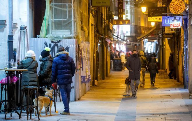 El adelanto del toque de queda enfrenta al Gobierno y la Junta de Castilla y León