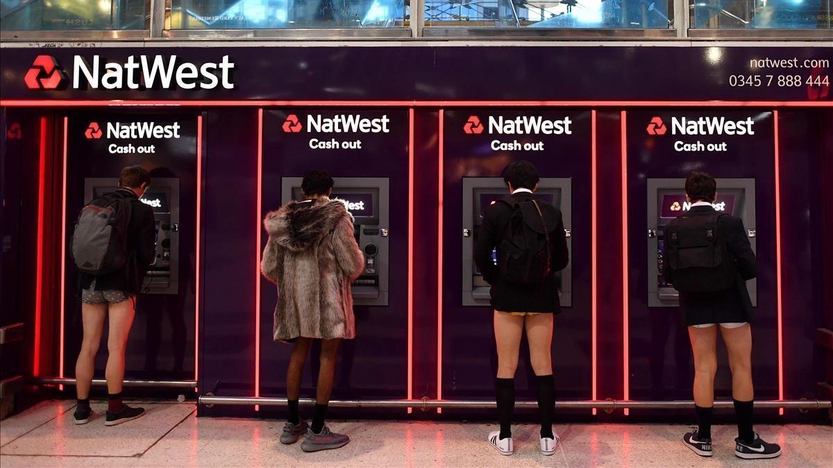 Varias personas en la estación londinense de Liverpool Street.