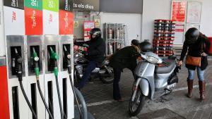 El tipus únic sobre carburants fa pujar 22 cèntims el gasoil