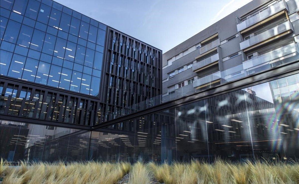 El edificio Platinum, en el 22@,ha obtenido la certificacion LEED Platinum con una puntuacion record de 101 puntos que le acredita como el edificio mas sostenible del mundo en la categoria de oficinas de alquiler.