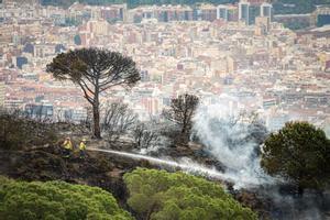 El incendio que se registró el pasado 26 de abril bajo Sant Pere Màrtir, en la ladera de Barcelona