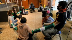 Ecologistas ocupan la Dirección General de Políticas Ambientales y Medio Natural de la Generalitat