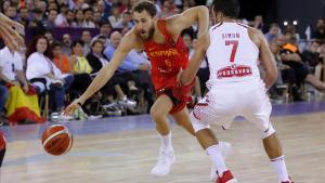 Chacho Rodríguez inicia una penetración en el partido ante Croacia